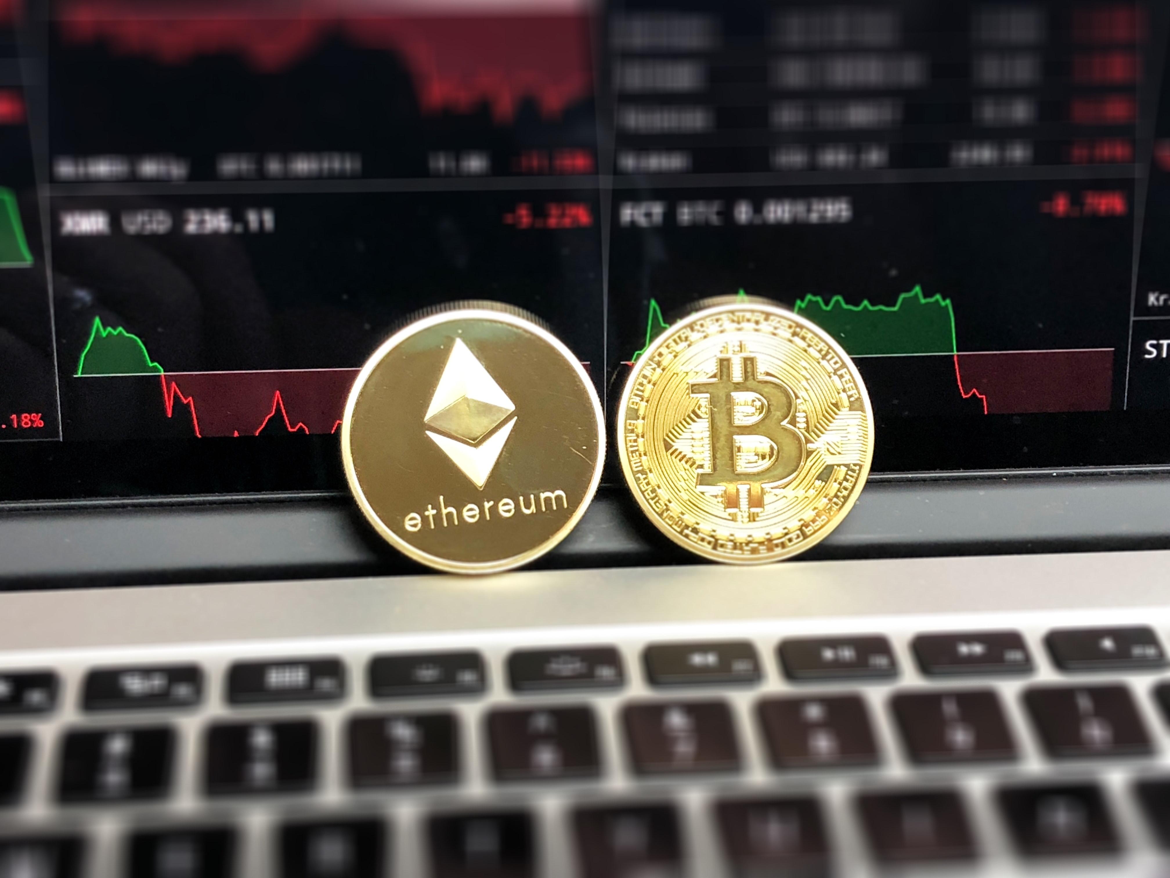 bitcoin-blockchain-business-730569.jpg