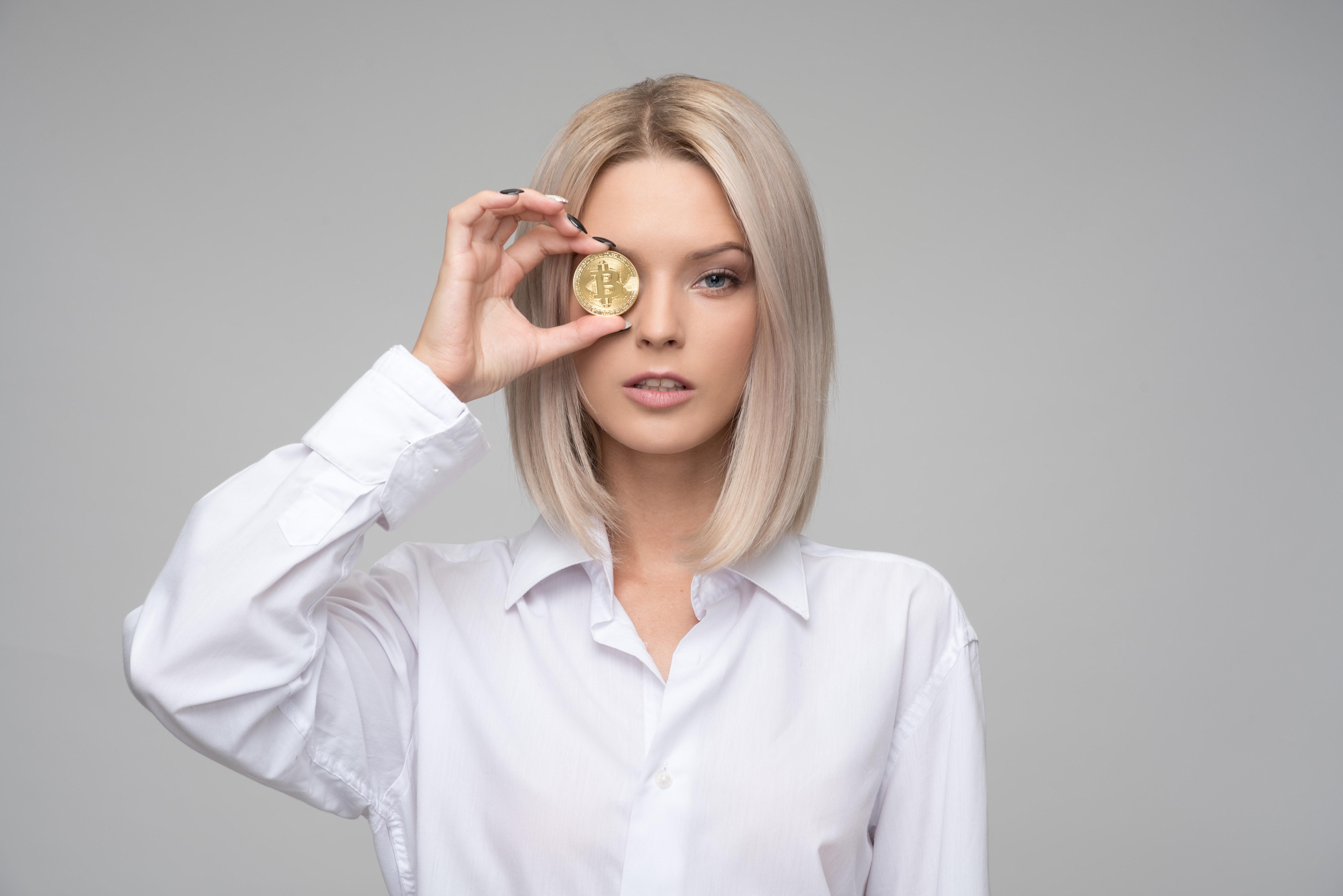 adult-bitcoin-blockchain-1037914 (1)